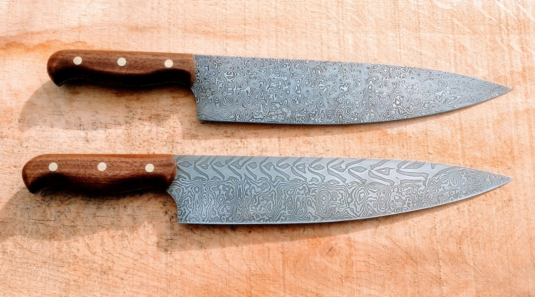 2 damascus steel knives